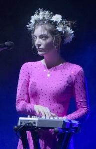 Lorde_Brisbane_Nov_2017_(cropped)