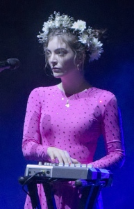 Lorde_Brisbane_Nov_2017_(cropped)